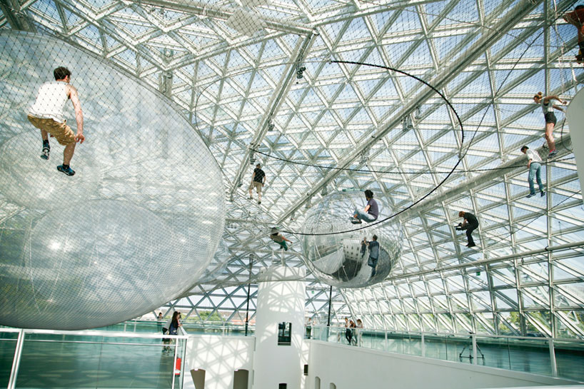 tomas-saraceno-in-orbit-designboom-03