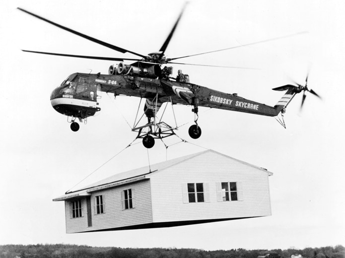 Sikorsky_Skycrane_carrying_house_bw